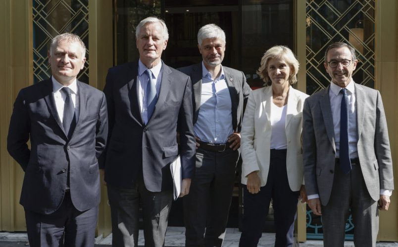 (LtoR) Mayor of La Garenne-Colombe and Pompidou hospital's chief of the Emergency service Philippe Juvin, European Commission Chief Negociator Michel Barnier, Auvergne-Rhone-Alpes region's president Laurent Wauquiez, Ile-de-France region's president Valerie Pecresse and President of French right-wing Les Republicains (LR) group at the French Senate Bruno Retailleau pose after a meeting of the French right wing party Les Republicains, in preparation of the 2022 French presidential election, in Paris on July 20, 2021. (Photo by Ludovic MARIN / AFP)